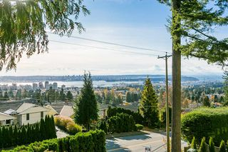 Photo 3: 530 E 29TH Street in North Vancouver: Upper Lonsdale House for sale : MLS®# R2015333