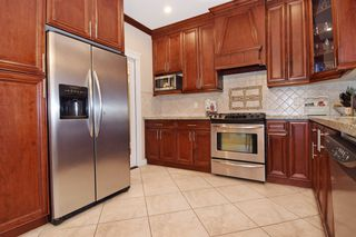 "Photo 6: 2460 LLOYD Avenue in North Vancouver: Pemberton Heights House for sale in ""PEMBERTON HEIGHTS"" : MLS®# R2030093"
