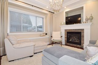 "Photo 9: 2460 LLOYD Avenue in North Vancouver: Pemberton Heights House for sale in ""PEMBERTON HEIGHTS"" : MLS®# R2030093"