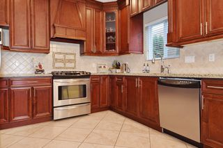 "Photo 7: 2460 LLOYD Avenue in North Vancouver: Pemberton Heights House for sale in ""PEMBERTON HEIGHTS"" : MLS®# R2030093"