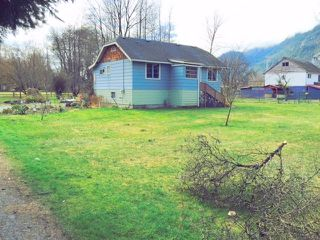 "Photo 1: 39666 GOVERNMENT Road in Squamish: Business Park House for sale in ""North Yards"" : MLS®# R2039569"