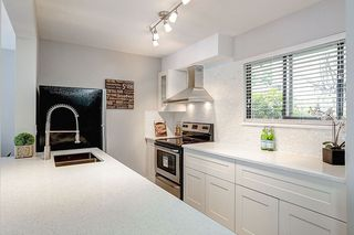 Photo 6: 805 ALEXANDER Bay in Port Moody: North Shore Pt Moody Townhouse for sale : MLS®# R2076005