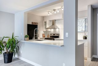 Photo 3: 805 ALEXANDER Bay in Port Moody: North Shore Pt Moody Townhouse for sale : MLS®# R2076005
