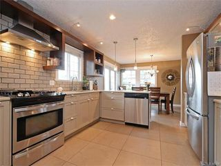 Photo 3: 445 Terrahue Road in VICTORIA: Co Wishart South Single Family Detached for sale (Colwood)  : MLS®# 372058