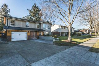 Photo 1: 6123 172 Street in Surrey: Cloverdale BC House for sale (Cloverdale)  : MLS®# R2137014