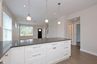 Photo 8: 1705 Haultain Street in VICTORIA: Vi Jubilee Single Family Detached for sale (Victoria)  : MLS®# 380899