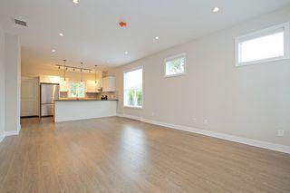 Photo 4: 1705 Haultain Street in VICTORIA: Vi Jubilee Single Family Detached for sale (Victoria)  : MLS®# 380899