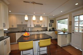 Photo 5: 857 E 14TH Avenue in Vancouver: Mount Pleasant VE House for sale (Vancouver East)  : MLS®# R2255152