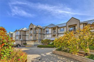 Photo 1: 111 3008 Washington Ave in VICTORIA: Vi Burnside Condo for sale (Victoria)  : MLS®# 797937