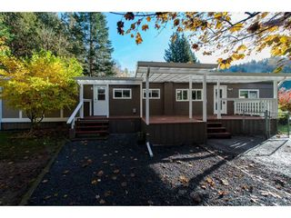 "Photo 3: 18 45955 SLEEPY HOLLOW Road: Cultus Lake Manufactured Home for sale in ""Liumchen Village"" : MLS®# R2318464"