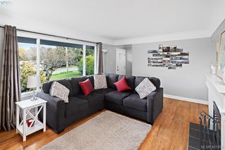 Photo 15: 755 Snowdrop Avenue in VICTORIA: SW Marigold Single Family Detached for sale (Saanich West)  : MLS®# 401852