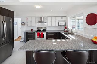 Photo 17: 755 Snowdrop Avenue in VICTORIA: SW Marigold Single Family Detached for sale (Saanich West)  : MLS®# 401852
