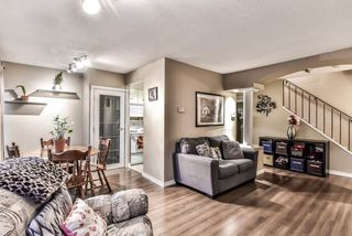 """Photo 7: 35 10565 153RD Street in Surrey: Guildford Townhouse for sale in """"Guildford Mews"""" (North Surrey)  : MLS®# R2334921"""