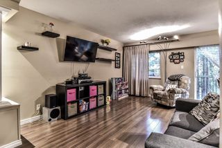 """Photo 2: 35 10565 153RD Street in Surrey: Guildford Townhouse for sale in """"Guildford Mews"""" (North Surrey)  : MLS®# R2334921"""