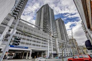 """Photo 2: 2606 892 CARNARVON Street in New Westminster: Downtown NW Condo for sale in """"AZURE 2"""" : MLS®# R2355138"""