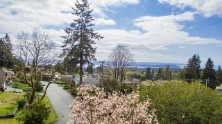 "Main Photo: 274 W ROCKLAND Road in North Vancouver: Upper Lonsdale House for sale in ""UPPER LONSDALE"" : MLS®# R2360083"