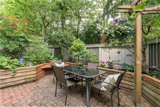 "Photo 1: 105 2256 W 7TH Avenue in Vancouver: Kitsilano Condo for sale in ""Windgate"" (Vancouver West)  : MLS®# R2378152"