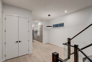 Photo 2: 9325 75 Avenue in Edmonton: Zone 17 House for sale : MLS®# E4162905