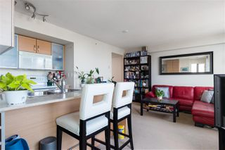 Photo 2: 2407 977 MAINLAND Street in Vancouver: Yaletown Condo for sale (Vancouver West)  : MLS®# R2468820