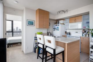 Photo 3: 2407 977 MAINLAND Street in Vancouver: Yaletown Condo for sale (Vancouver West)  : MLS®# R2468820