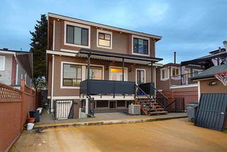 Photo 2: 1676 E 58TH Avenue in Vancouver: Fraserview VE House for sale (Vancouver East)  : MLS®# R2528167