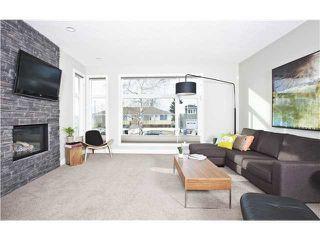Photo 5: 810 7 Avenue NE in CALGARY: Renfrew_Regal Terrace Residential Detached Single Family for sale (Calgary)  : MLS®# C3604291