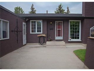 Photo 2: 2720 OAKMOOR Drive SW in Calgary: Oakridge House for sale : MLS®# C4065704