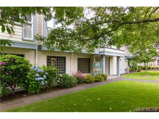 Photo 3: 205 400 Dupplin Rd in VICTORIA: SW Rudd Park Condo Apartment for sale (Saanich West)  : MLS®# 734375