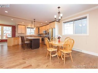 Photo 10: 624 Granrose Terr in VICTORIA: Co Latoria House for sale (Colwood)  : MLS®# 759470