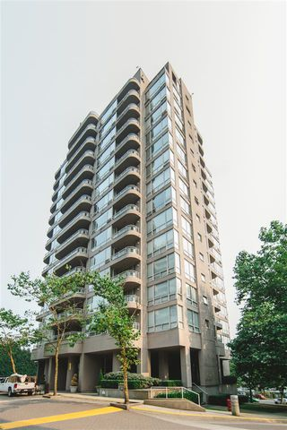 "Main Photo: 403 9623 MANCHESTER Drive in Burnaby: Cariboo Condo for sale in ""STRATHMORE"" (Burnaby North)  : MLS®# R2196058"