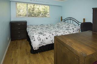 Photo 13: 9580 CHAPMOND Crescent in Richmond: Seafair House for sale : MLS®# R2196849