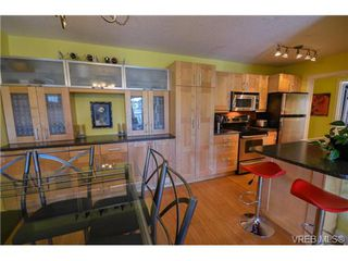 Photo 7: 203 1040 Southgate Street in VICTORIA: Vi Fairfield West Residential for sale (Victoria)  : MLS®# 350200