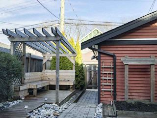 Photo 18: 2025 E 10TH AVENUE in Vancouver: Grandview VE House 1/2 Duplex for sale (Vancouver East)  : MLS®# R2247203