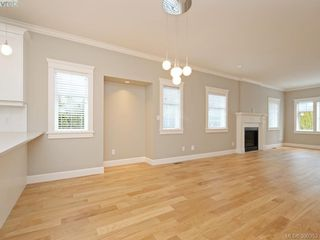 Photo 5: 4 3933 South Valley Drive in VICTORIA: SW Strawberry Vale Townhouse for sale (Saanich West)  : MLS®# 390353
