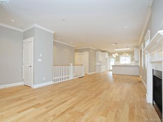 Photo 4: 4 3933 South Valley Drive in VICTORIA: SW Strawberry Vale Townhouse for sale (Saanich West)  : MLS®# 390353