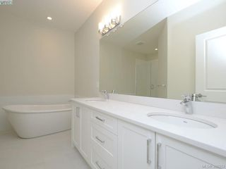 Photo 11: 4 3933 South Valley Drive in VICTORIA: SW Strawberry Vale Townhouse for sale (Saanich West)  : MLS®# 390353