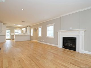 Photo 3: 4 3933 South Valley Drive in VICTORIA: SW Strawberry Vale Townhouse for sale (Saanich West)  : MLS®# 390353