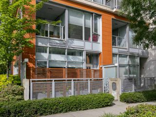 "Photo 3: 1839 CROWE Street in Vancouver: False Creek Townhouse for sale in ""FOUNDRY"" (Vancouver West)  : MLS®# R2277227"