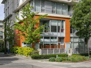 "Photo 2: 1839 CROWE Street in Vancouver: False Creek Townhouse for sale in ""FOUNDRY"" (Vancouver West)  : MLS®# R2277227"