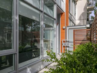"Photo 6: 1839 CROWE Street in Vancouver: False Creek Townhouse for sale in ""FOUNDRY"" (Vancouver West)  : MLS®# R2277227"