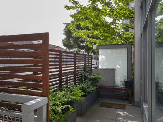 "Photo 5: 1839 CROWE Street in Vancouver: False Creek Townhouse for sale in ""FOUNDRY"" (Vancouver West)  : MLS®# R2277227"