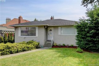Photo 2: 1051 Tillicum Rd in VICTORIA: Es Kinsmen Park House for sale (Esquimalt)  : MLS®# 802017