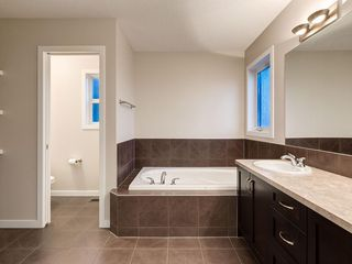 Photo 27: 230 SAGE VALLEY Green NW in Calgary: Sage Hill Detached for sale : MLS®# C4237988