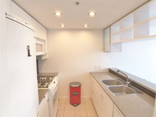 "Photo 3: 1107 928 BEATTY Street in Vancouver: Yaletown Condo for sale in ""THE MAX ONE"" (Vancouver West)  : MLS®# R2358356"
