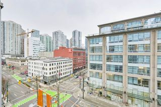 "Photo 1: 1107 928 BEATTY Street in Vancouver: Yaletown Condo for sale in ""THE MAX ONE"" (Vancouver West)  : MLS®# R2358356"