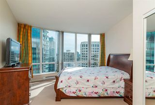 """Photo 8: 2705 1166 MELVILLE Street in Vancouver: Coal Harbour Condo for sale in """"ORCA PLACE"""" (Vancouver West)  : MLS®# R2383766"""