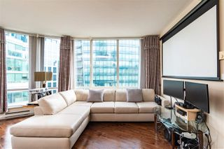 """Photo 2: 2705 1166 MELVILLE Street in Vancouver: Coal Harbour Condo for sale in """"ORCA PLACE"""" (Vancouver West)  : MLS®# R2383766"""