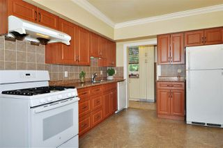 Photo 4: 224 BEGIN Street in Coquitlam: Maillardville House for sale : MLS®# R2406256