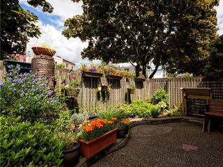 Photo 4: # 1 237 W 16TH ST in North Vancouver: Central Lonsdale Townhouse for sale : MLS®# V1012508