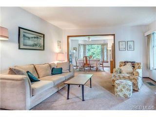 Photo 2: 2255 Woodlawn Crescent in VICTORIA: OB North Oak Bay Single Family Detached for sale (Oak Bay)  : MLS®# 343014